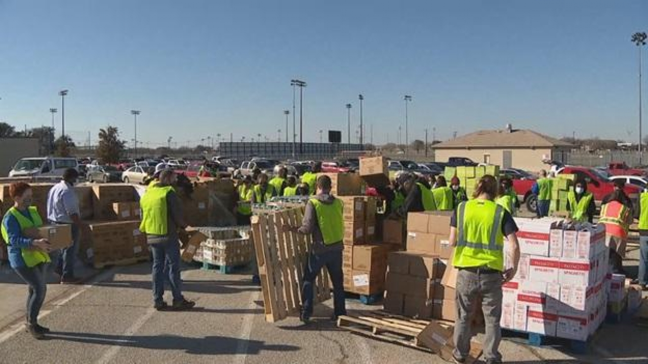 North Texas food banks helping out those without power, clean water