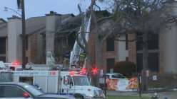 Firefighters respond to battle wind and flames at east Fort Worth apartment complex