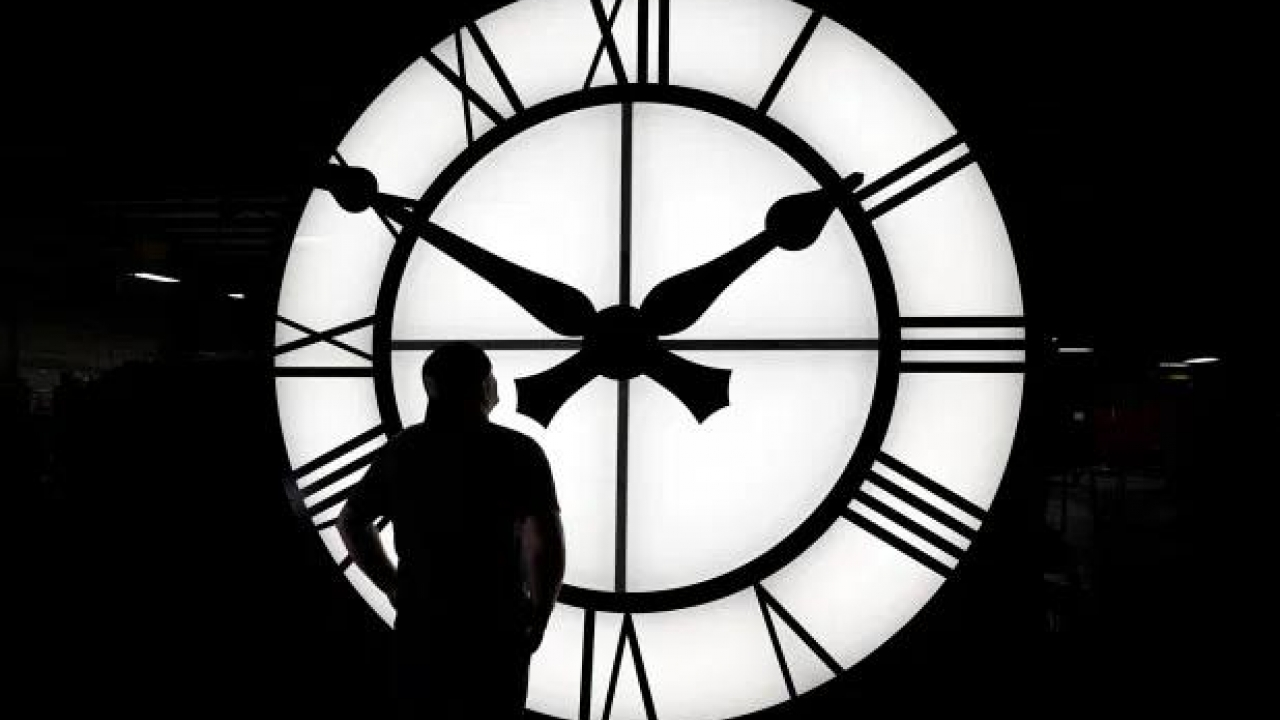 Democratic and Republican lawmakers pushing new legislation to end Daylight Saving Time