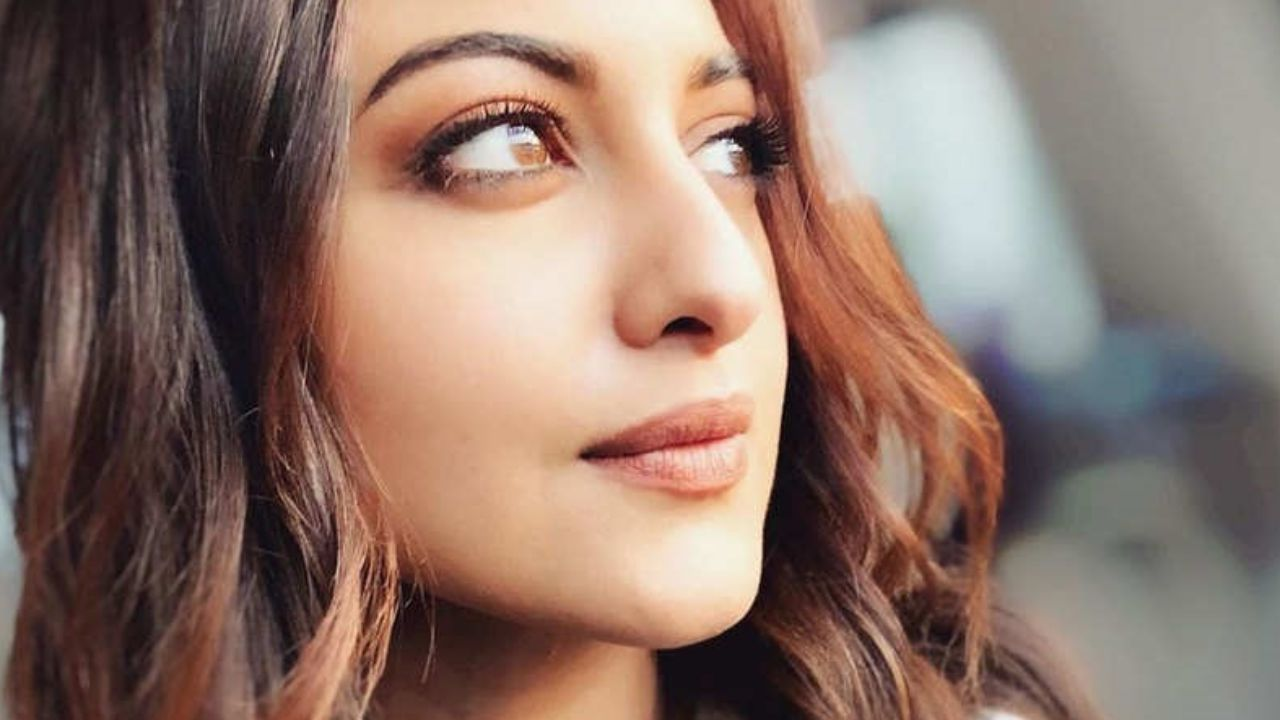 Sonakshi Sinha's initiative to put an end to cyberbullying and harassment. 'Ab Bas! It's time to stop the pandemic that's plaguing our online world', says the actress