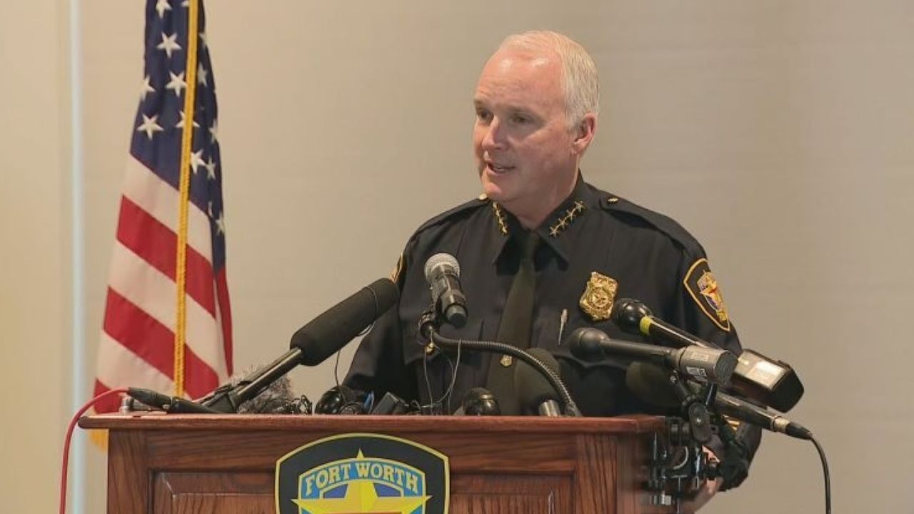 Fort Worth: Police Chief Ed Kraus plans to retire after 28 years of service.