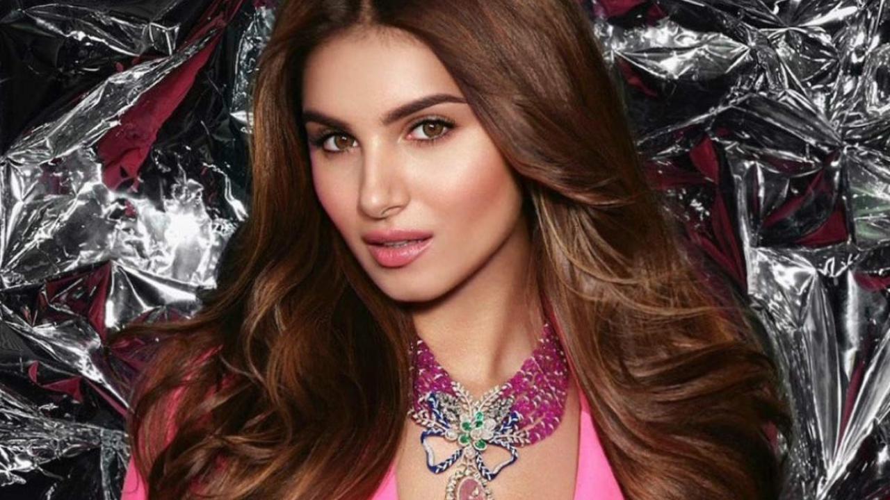 Tara Sutaria looks glamorous in this pink blazer!