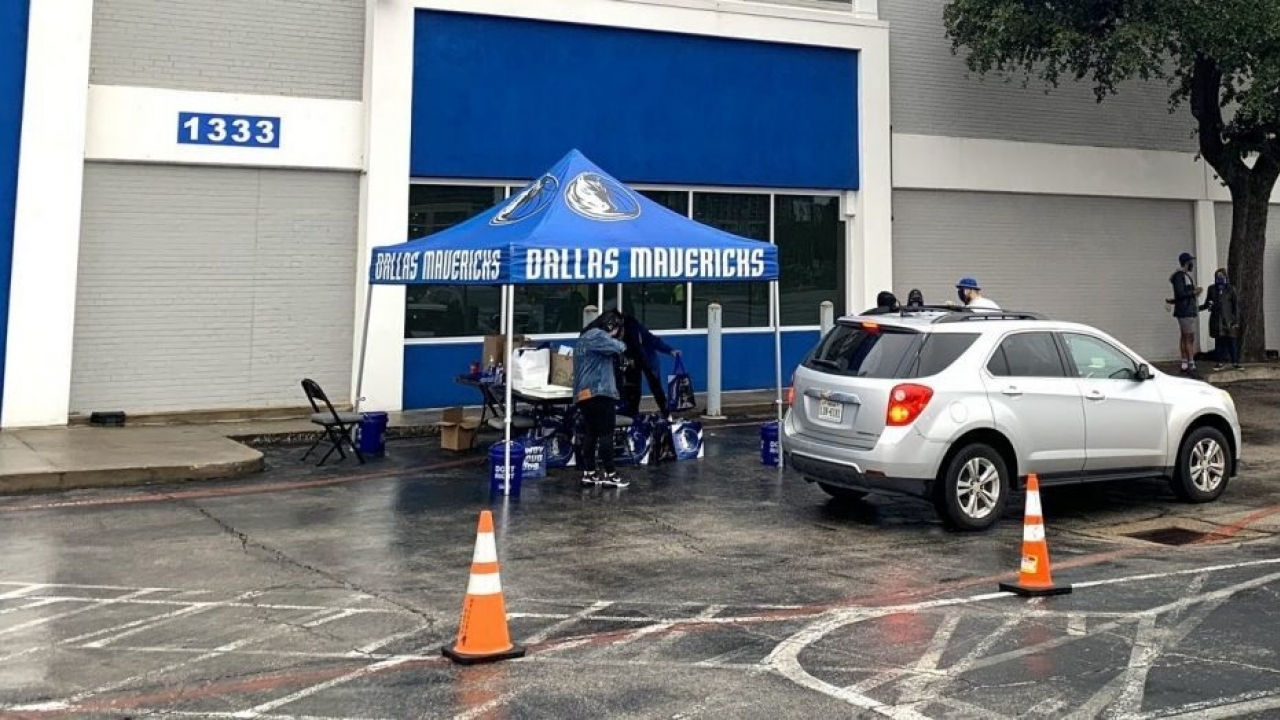 Dallas Mavs host drive-thru voter registration event at their HQ in Downtown Dallas