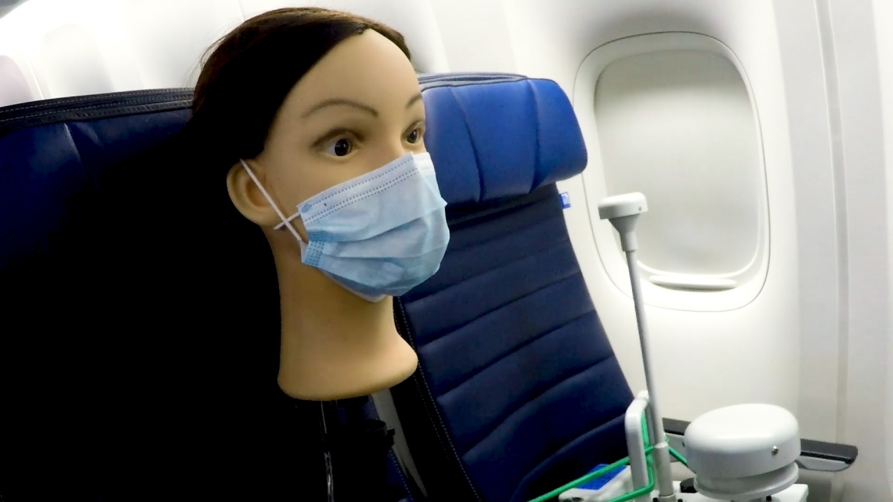 United Airlines announced Face masks make COVID-19 risk on flights 'almost non-existent'